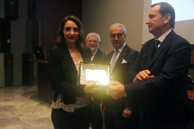 Sara Cappellari ritira il premio per il socio storico OSRAM, ph. Giulio Crosara