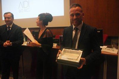 Andrea Bernardini ritira il premio per il socio storico Signify-Philips, ph. Giulio Crosara