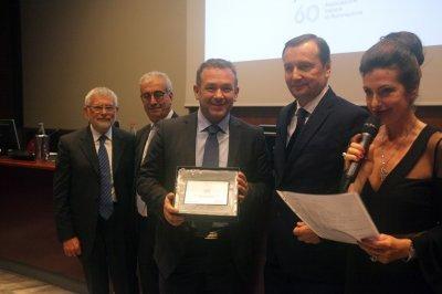 Luca Moscatello riceve il premio per il socio storico Enel, ph. Giulio Crosara