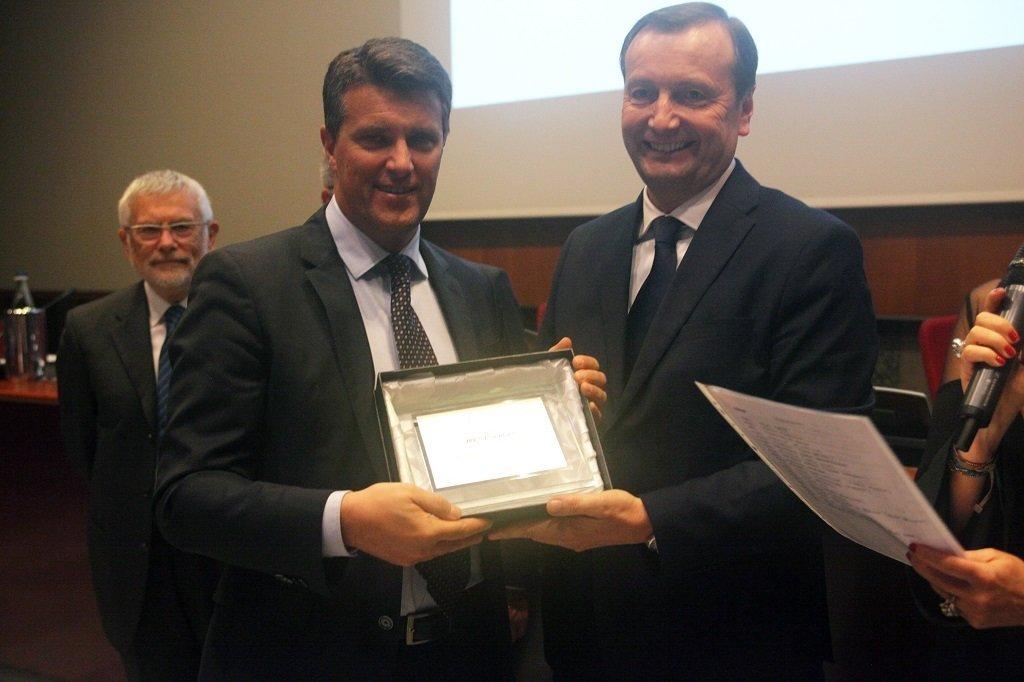 Giuseppe Bergesio riceve il premio per il socio storico IREN, ph. Giulio Crosara