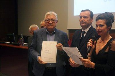 Piermichele Gallo riceve il premio come socio storico, ph. Giulio Crosara