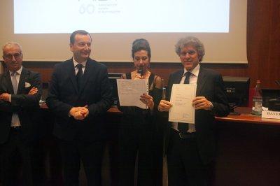 Marco Pollice riceve il premio per il socio storico Pollice Illuminazione, ph. Giulio Crosara