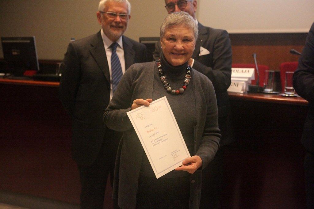 Marina Vio riceve il premio come socio storico, ph. Giulio Crosara