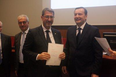 Andrea Ingrosso riceve il premio come socio storico, ph. Giulio Crosara