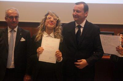 Elisa Belloni ritira il premio per il socio storico Facoltà di Ingegneria Università di Perugia, ph. Giulio Crosara