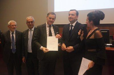 Elio Sorri ritira il premio per il socio storico Performance in Lighting, ph. Giulio Crosara
